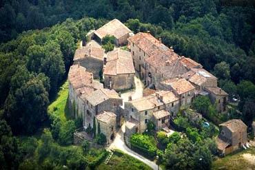 Letto A Castello Toscana.Torre Di Tocchi Castello Di Tocchi Siena Dormire In Una Torre In